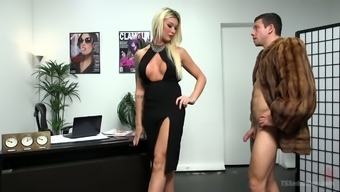 Deep And Gangling Tgirl Aubrey Kate Gonna Fuck The Shit Out Of Her Bf