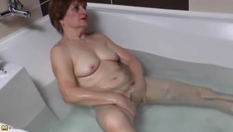 Pleasing Complete Granny Rubbing Her Pussy Noticeably In The Tub Bill