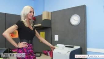 Milf Emma Starr Seduces Her Assistant - Kinky Place Of Work - Lively North America