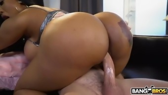 Bootylicious Moriah Mills Addresses Photographer With The Subdue Buns