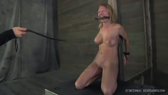 Big Tits Black With The Use Of Tats Is Having A Hard Time Inside The Dungeon