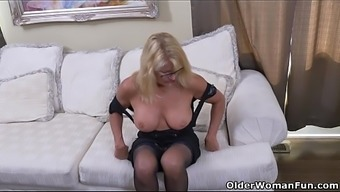History Milf Bianca Pieces Off And Performs