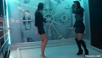 3 Nice Girls Performances Within The Shower At Sex Community After Many Hours