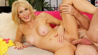 Blonde Gilf Erica Lauren Gets Licked By Lucky Geezer Before Riding His Cock