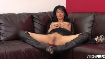 Medium Ass Model On High Heel Is Dick Hungry As She Shows Off Her Big Boobs