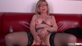 Mature Pornstar In Sexy Glasses Fills Her Cunt With A Toy