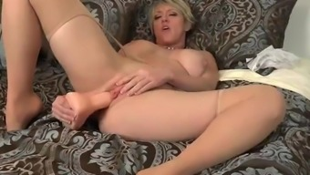 North American Milf Dee Williams Dildos Her Brushed Pussy