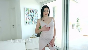 Brunette Babe Kiara Gold Gives A Blowjob And Gets Her Anus Rammed